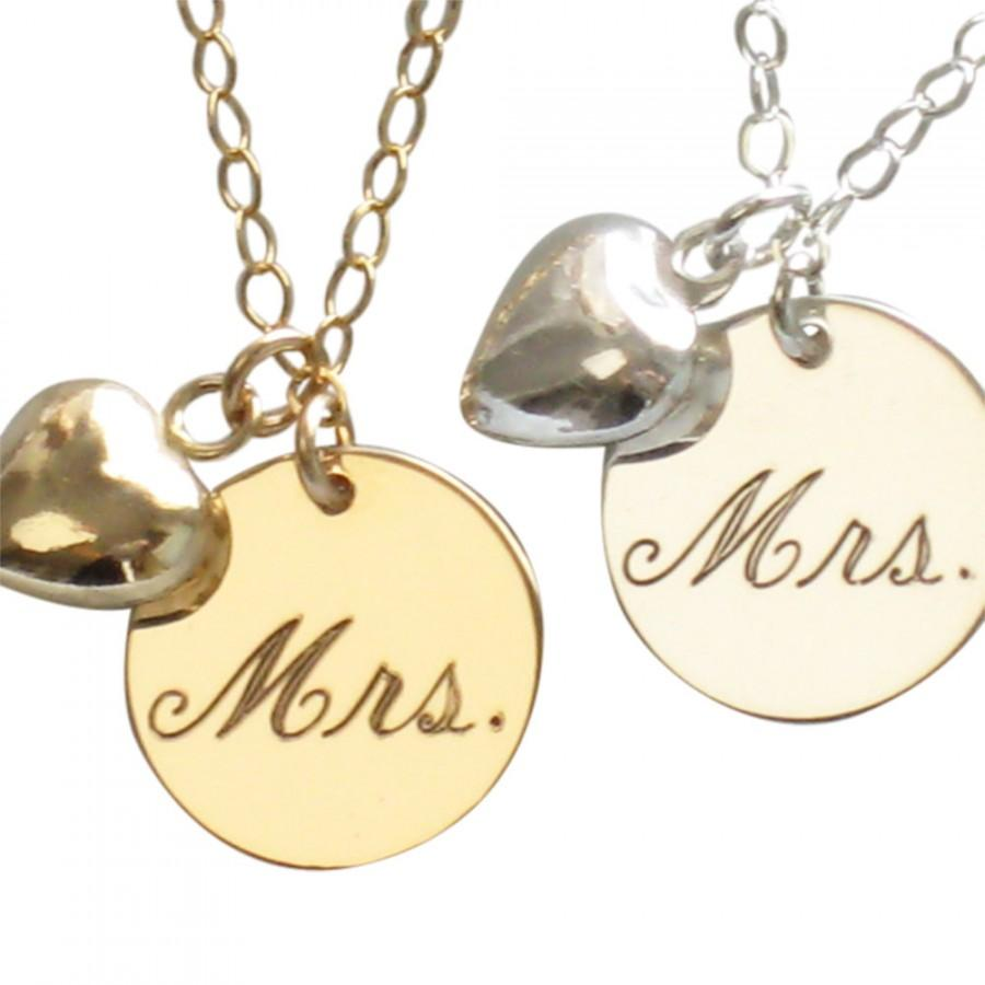 Mariage - Mrs. Necklace Engraved Mrs. Necklace Just Married Necklace with Puffed Heart Charm New Bride Bridal Shower Gift Honeymoon Gift Bride