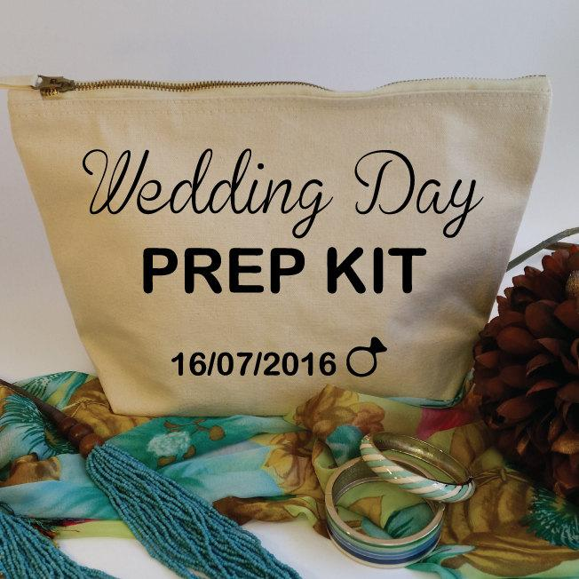 Mariage - Wedding Day Prep Kit Custom Makeup Bag with Date. Bridal Cosmetic Bag. Wedding Gift. Custom Bride Gift. Bridal Shower Gift. Bachelorette