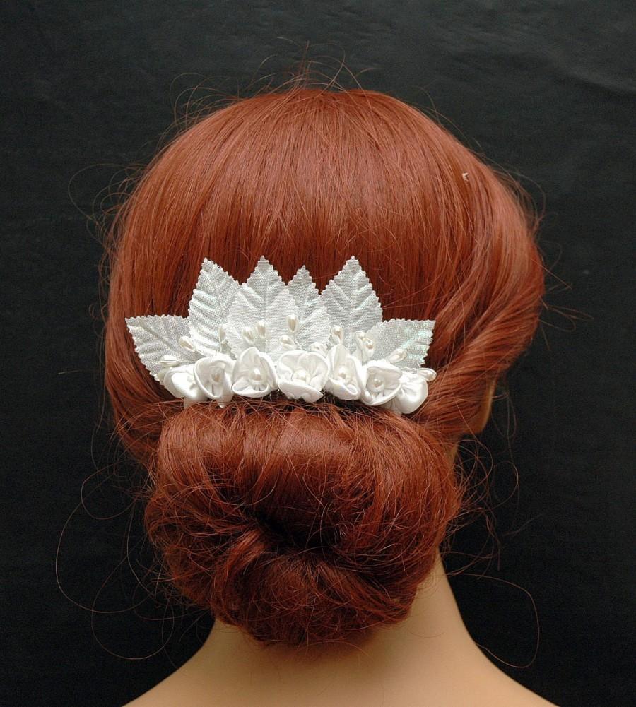 Mariage - Vintage Silk White Flower Hair Comb, Wedding Pearl Hair Comb, Bridal Comb, Wedding Hair Accessories, Wedding Hair Comb, Crystal Headpiece - $35.00 USD
