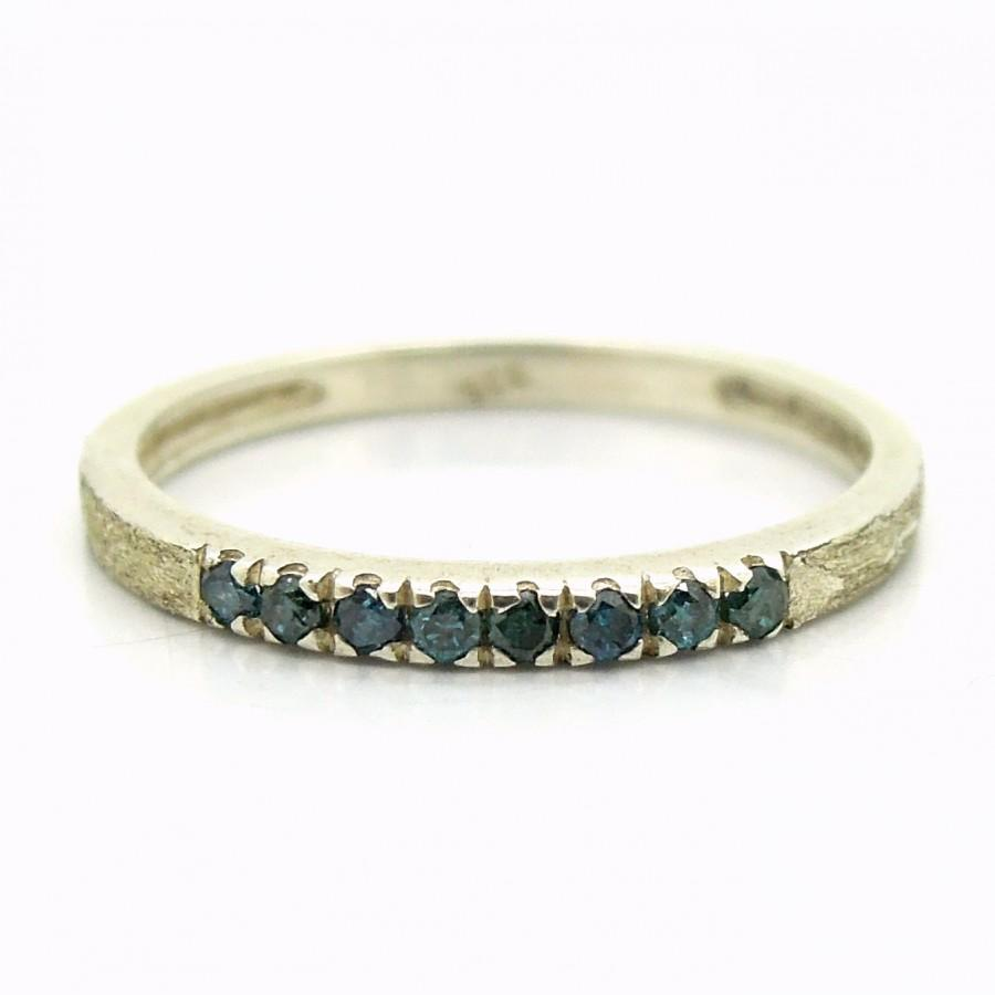 Mariage - Blue diamond engagement ring set in matte and hammered silver