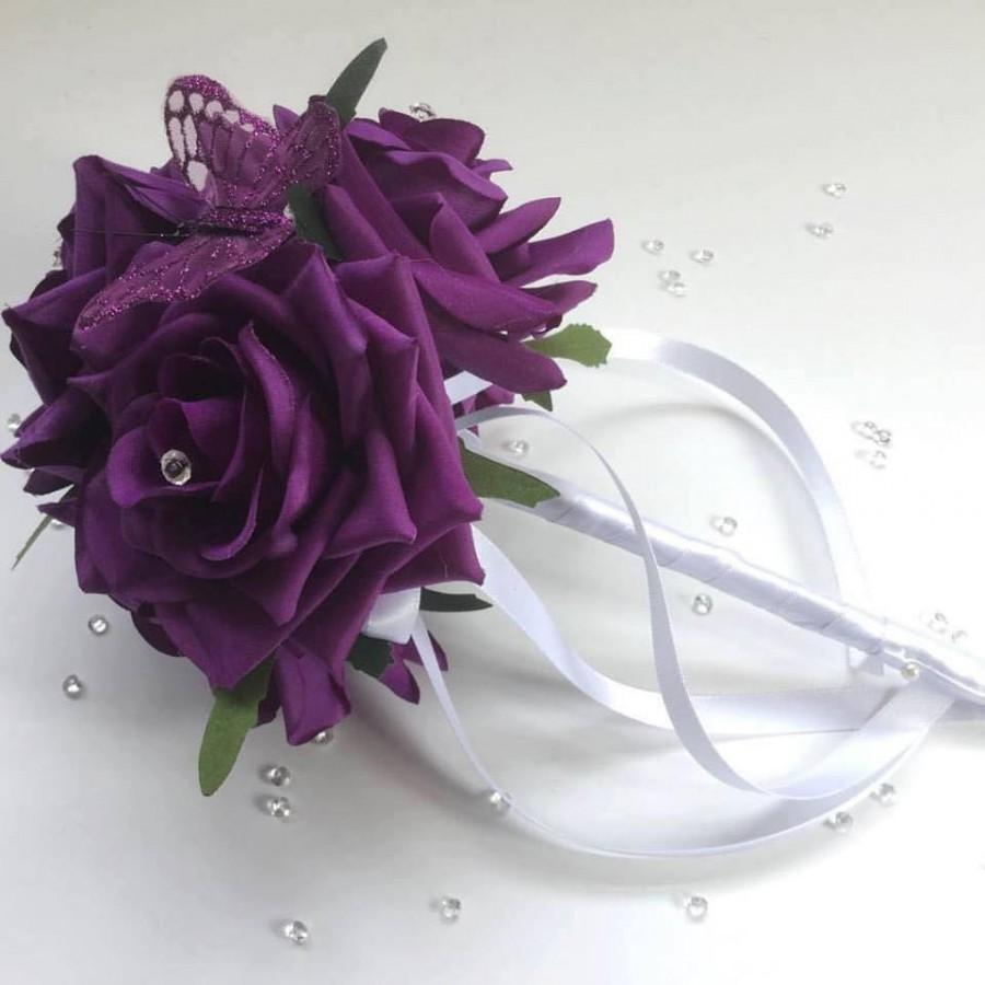 Mariage - Flowergirl wand with stunning curved Roses, Diamanté pins and butterfly detail