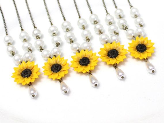 Hochzeit - Set of 3. 4. 5. 6. 7. 8. Sunflower Necklace, Yellow Sunflower Bridesmaid, Flower and Pearls Necklace, Bridal Flowers, Bridesmaid Necklace