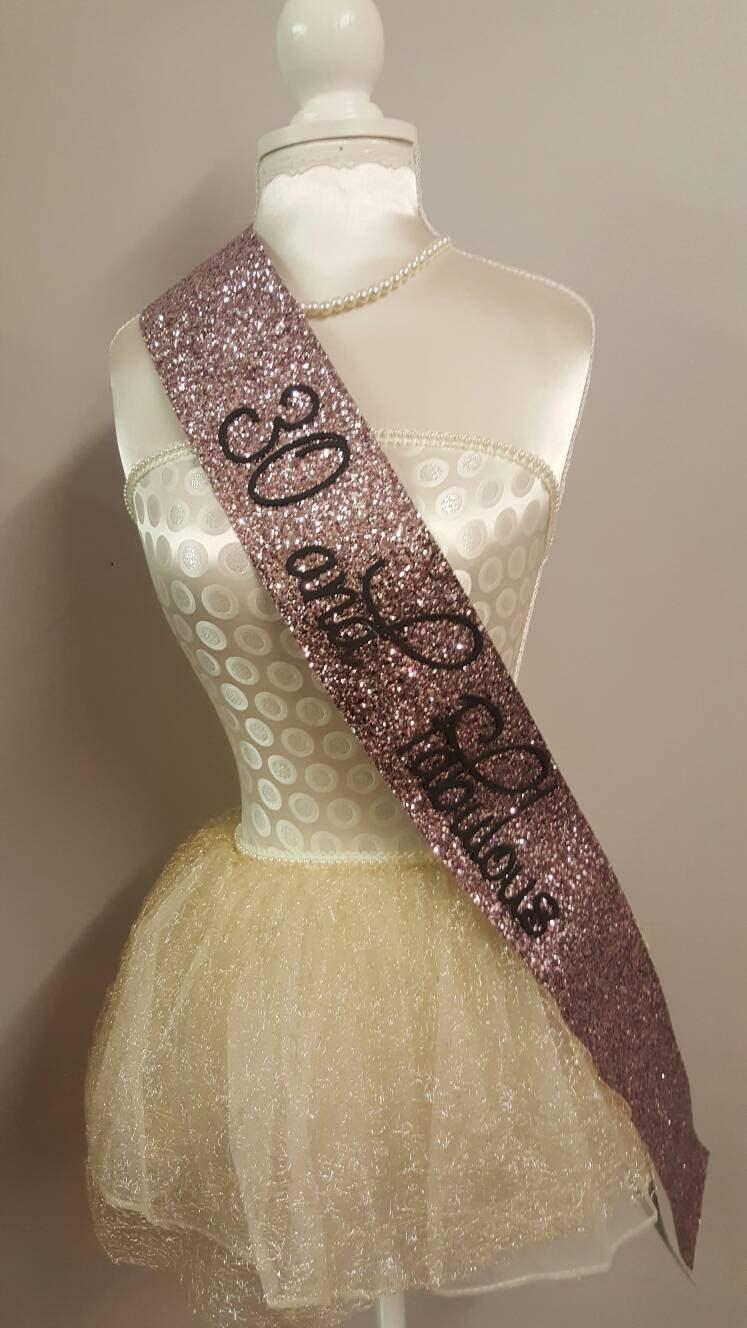 Mariage - ROSE GOLD Birthday Sash - 30 and Fabulous 40 50 60 70 gold / pinky rose gold glitter handmade