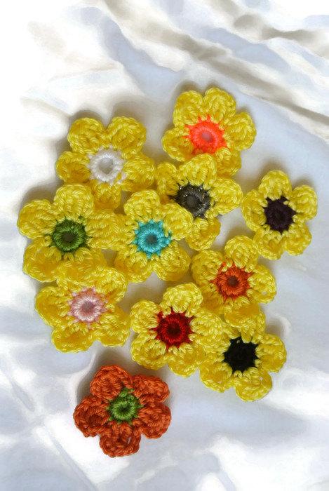 Hochzeit - Yellow  flowers, Appliques, embellishment, Crochet Flowers. Handmade flowers, wedding, gift, christmas, socks, christmas socks, bridal party