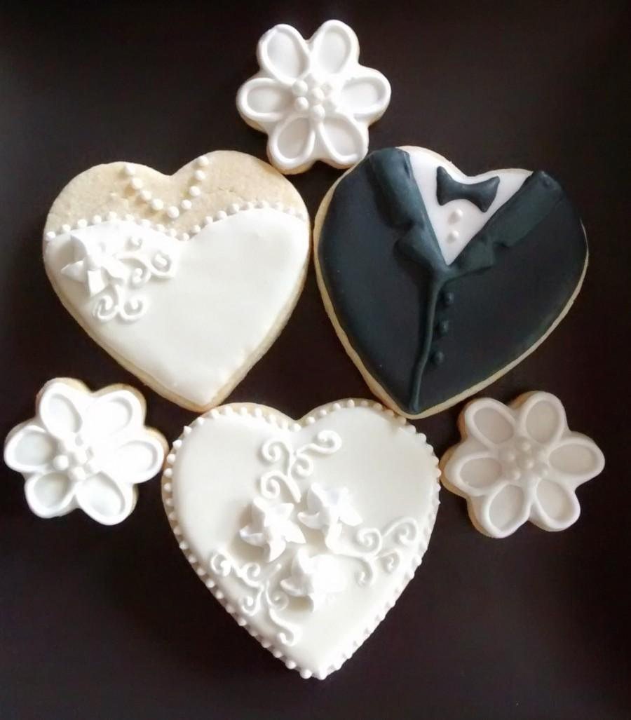 Wedding Bride And Groom Heart Cookies And Bite Size Flowers Sugar ...