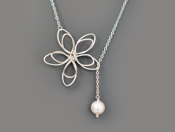 Mariage - 10% OFF, Flower and Pearl lariat necklace, Wedding necklace,Mother's Day Gift,Bridesmaid gift,Anniversary gift,Christmas gift,Pearl necklace