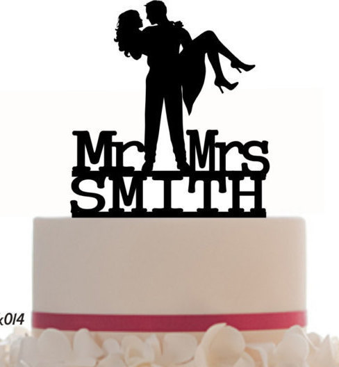 Hochzeit - Wedding Cake Topper Mr and Mrs Groom and Bride With Last Name Personalized. Removable Spikes and Free Base For Display. Table Display