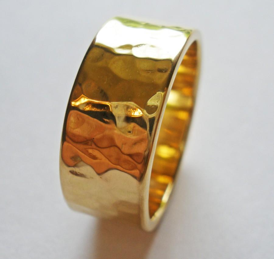 Mariage - Mens Gold Wedding Band 18K Gold Engagement Ring Unique Rustic Hammered Finish 8mm Yellow White or Rose Gold