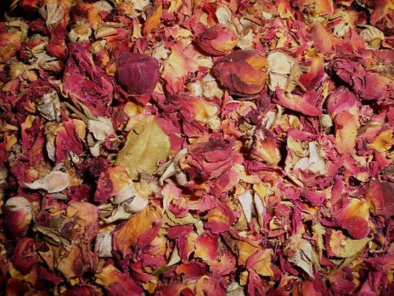 Mariage - Naturally Dried Red Rose Petals & Buds - Great for aisle ways, wedding toss, flower girl baskets and more.