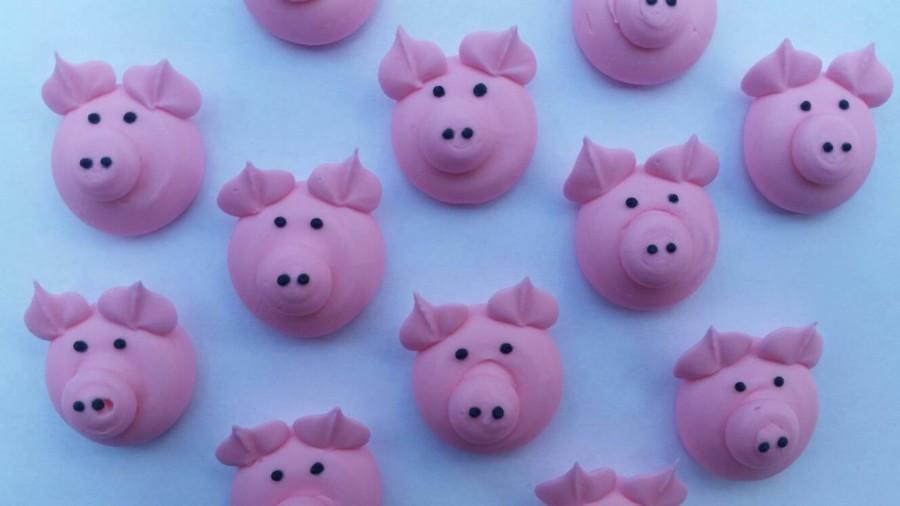 Hochzeit - Royal icing pigs   -- Edible handmade cupcake toppers cake decorations  (12 pieces)