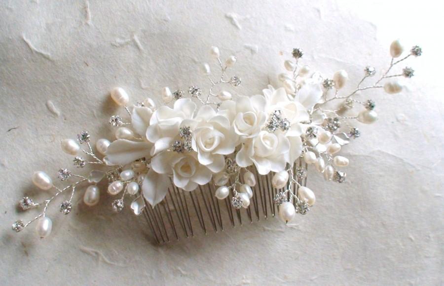 Свадьба - Bridal headpiece. Wedding Decorative Comb. White Flower hairpiece. Pearl hair comb. Bridal hair comb. Wedding hair accessories.  Hair comb.