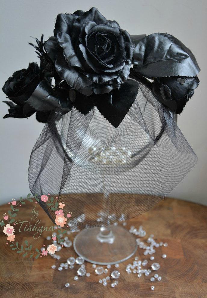 Свадьба - Valentine's day Gothic fascinator headpiece flower crown Black Roses Veil black headband headpiece wedding mistress gothic headband  wreath