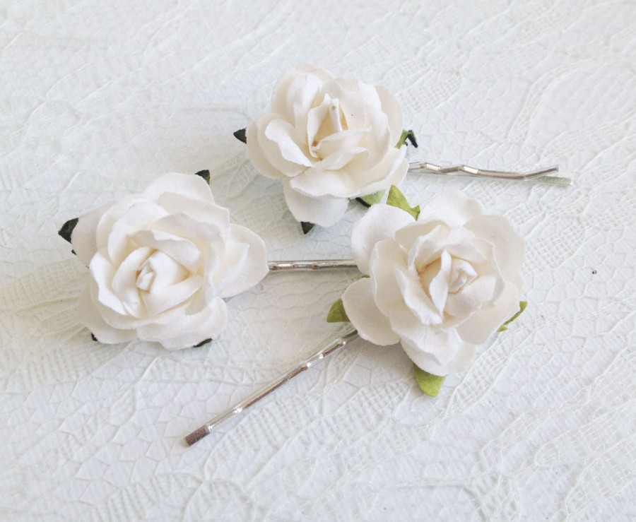 Свадьба - Ivory Rose Clips, wedding hair accessories, bridal hair clips, ivory rose pins, flower hair clips, rose bobby pins, flowergirl, bridesmaid