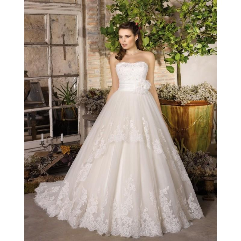 Wedding - Charming A-line Strapless Beading Lace Hand Made Flowers Sweep/Brush Train Tulle Wedding Dresses - Dressesular.com