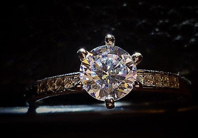 Hochzeit - 1 Carat Solitaire Round Diamond Engagement Ring