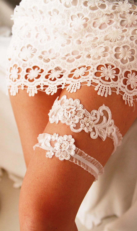 Свадьба - Wedding Garter Bridal Garter Ivory Lace Garter Set - Rustic Wedding Boho Wedding Keepsake Garter Toss Garter - Bohemian Garters Belts