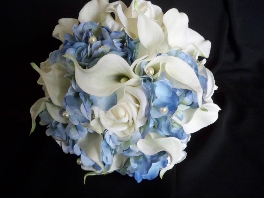 Hochzeit - Blue Hydrangea and White Realtouch Calla Lilies and Roses accented with Pearls Bridal Beach Bouquet Set