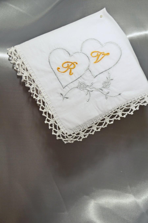 Hochzeit - Wedding gifts for couple monogrammed Hankerchief Wedding Gift Idea Personalized hankerchief Wedding hankie Wedding Gift white handkerchiefs - $18.00 USD