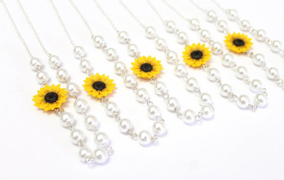 Hochzeit - Set of 3. 4. 5. 6. 7. 8. Sunflower Necklace, Yellow Sunflower Bridesmaid, Flower and Pearls Necklace, Bridal Flowers, Bridesmaid Necklace