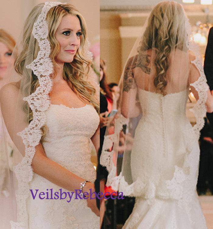 Hochzeit - Fingertip mantilla veil,fingertip lace veil,French Chantilly lace veil,ivory lace veil fingertip,1 tier Mantilla Fingertip Wedding Veil V621