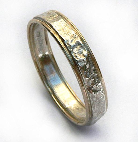 زفاف - Wedding band for him, textured sterling silver band with yellow gold rims, thin unisex wedding band, classic with a twist ring- ilanamir