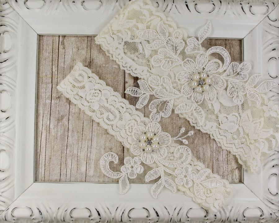 Mariage - Light Ivory Pearl Beaded Lace Wedding Garter Set , Ivory Lace Garter Set, Toss Garter , Keepsake Garter, Bridesmaid Gift, Prom, Wedding Gift