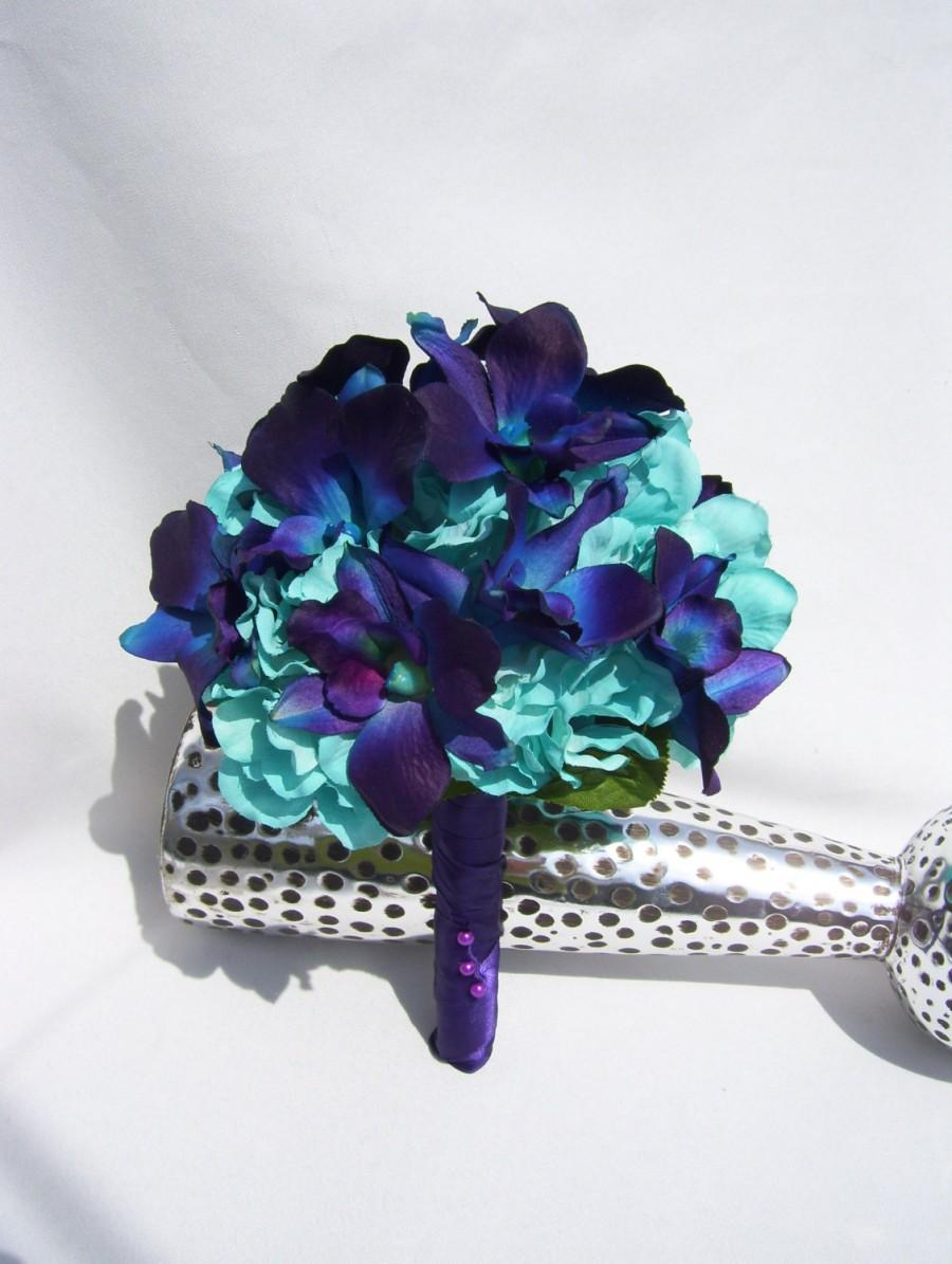 Свадьба - Trinity's Bridesmaid Bouquet Turquoise Hydrangea, Blue Violet CA dendrobium orchids,Galaxy, Singapore