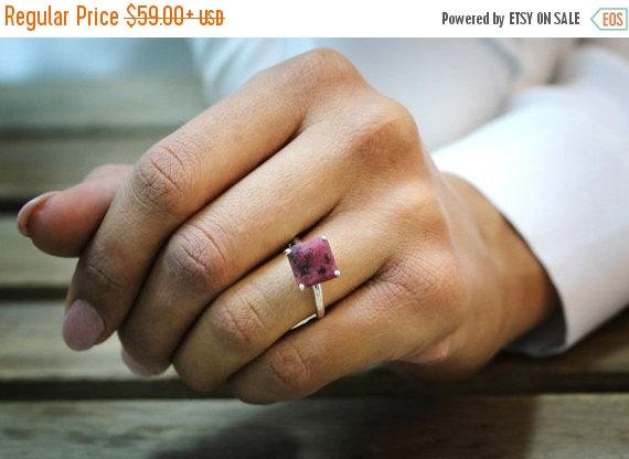 Mariage - SPRING SALE -  silver ring,rhodonite ring,pink ring,gemstone ring,square ring,prong ring,everyday ring,silver stone ring,stacking ri