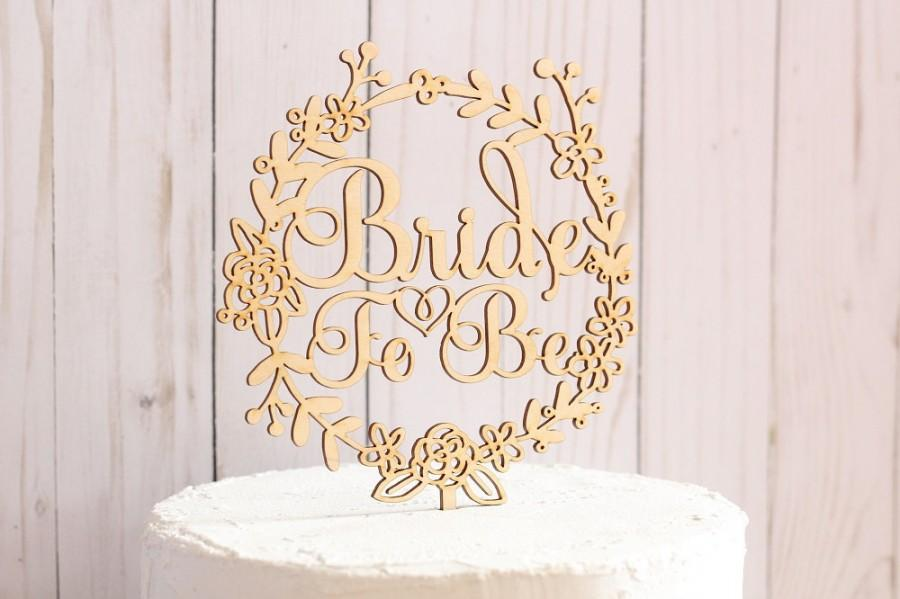 Mariage - Bride To Be Cake Topper Rustic Bridal Shower Cake Topper Wood Cake Topper Floral Wreath Cake Topper
