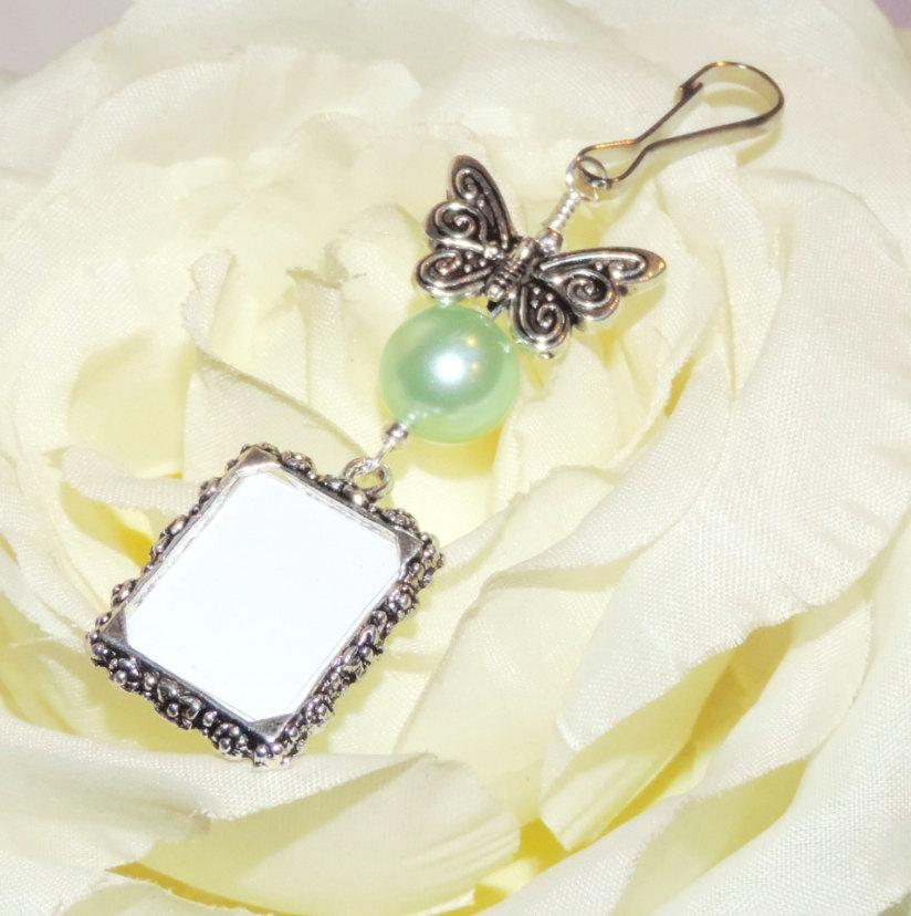 Mariage - Wedding bouquet photo charm with Butterfly and mint green pearl. Bridal bouquet Photo charm with silver tone butterfly. Gift for a bride