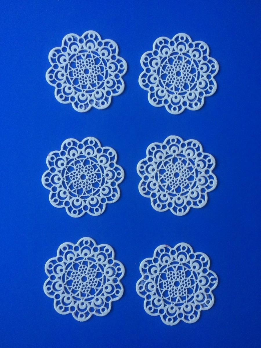 """Mariage - Edible Sugar Lace Doilies, for Cakes, Cupcakes, Cookies, cocoa, tea,  in the """"lace doily"""" design."""