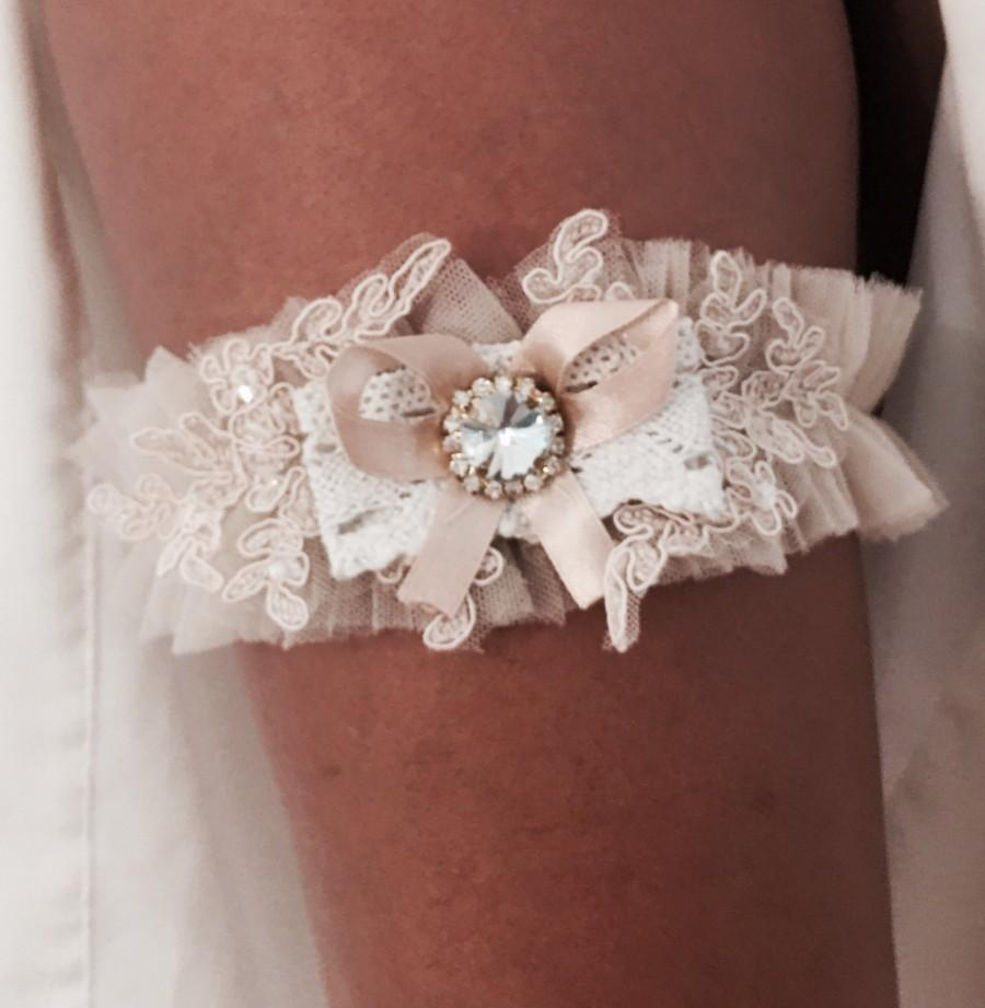 Mariage - Sweet and Sexy Lace Wedding Garter Belt. Crotchet and Lace Applique Prom Garter with Satin Bow and Rhinestone