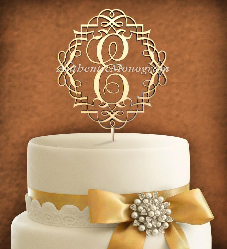 Mariage - Wooden PAINTED CAKE TOPPER Custom Framed Monogram  Wedding, Initial, Celebration, Anniversary, Birthday, Special Occasion 4108p