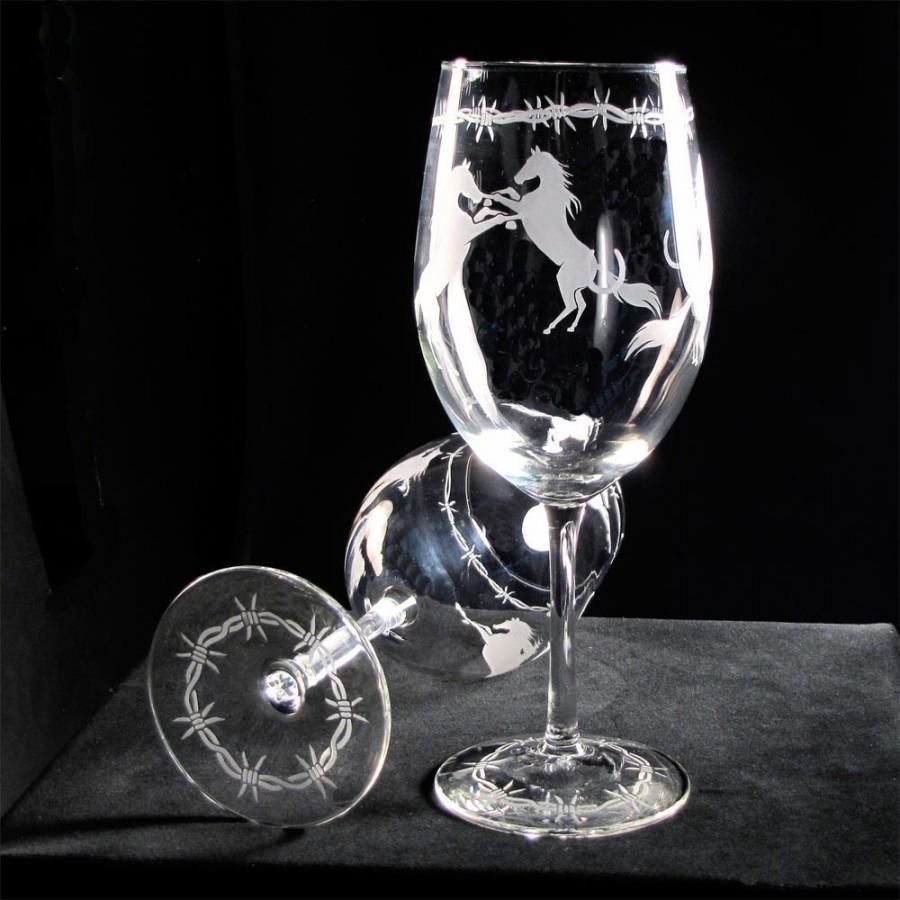 Hochzeit - 2 Country Western Wedding Wine Glasses, Equestrian Wedding, Horse Themed Wedding