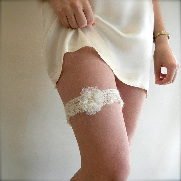 Hochzeit - Chantilly Lace Garter, Floral Garter, Vintage Rhinestone Garter, Wedding Garter, Ivory Garter, Wedding Garter, Bridal Garter, Stretch Garter