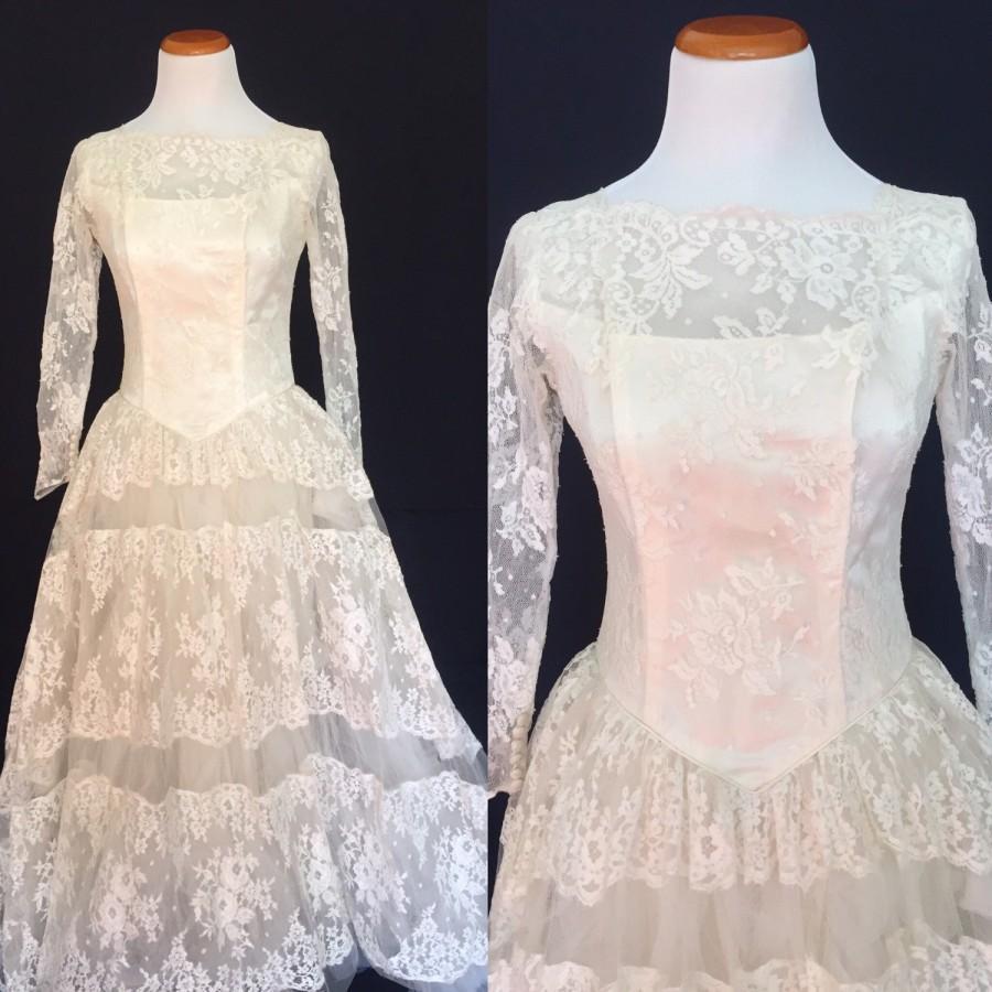 Wedding - 1950's Scalloped Lace Ballgown Wedding Dress- Small
