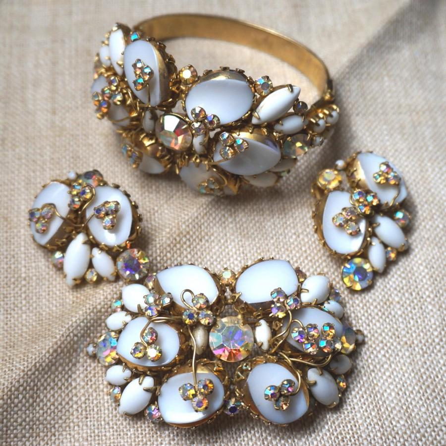Свадьба - RARE Vintage Alice Caviness Rhinestone Milk Glass Bracelet Brooch Pin Earrings Bridal Set Parure