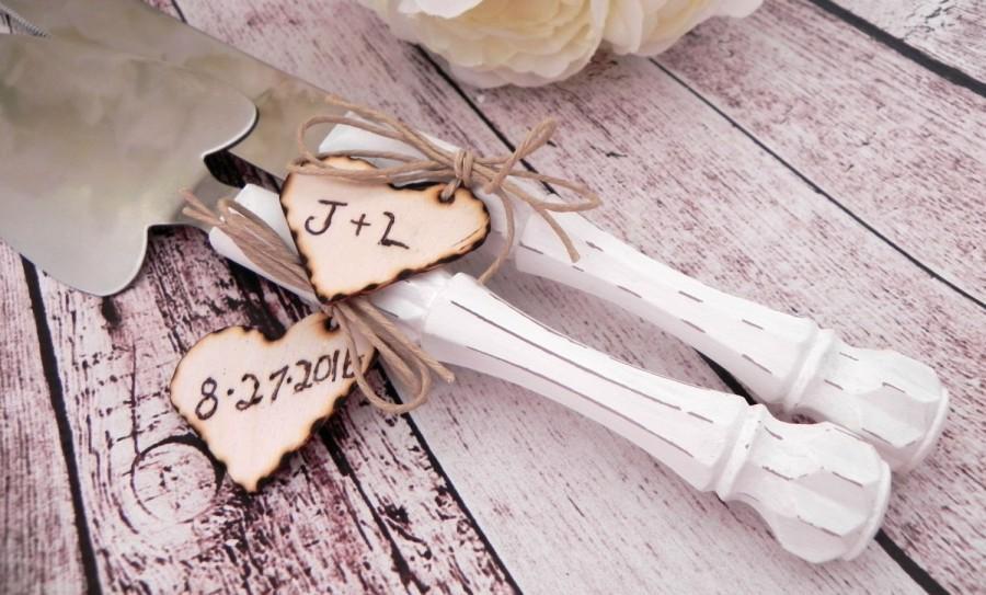 زفاف - Rustic Chic Wedding Cake Server And Knife Set, White with Personalized Wood Hearts, Bridal Shower Gift, Wedding Gift