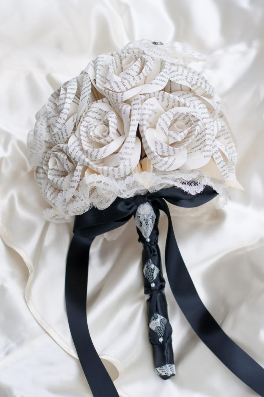 Mariage - Book Page, Lace and Pearl 18 Stem Bouquet