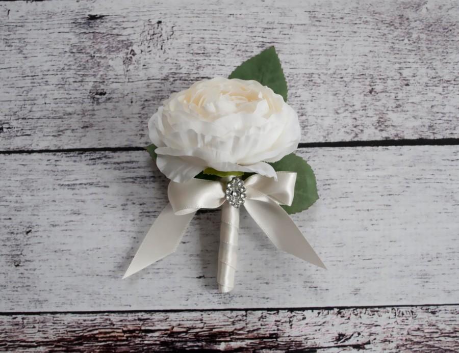 Hochzeit - Ranunculus Wedding Boutonniere