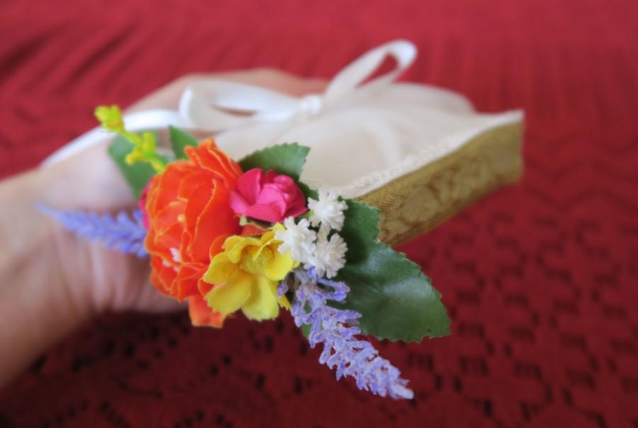 Свадьба - Wedding ring bearer box, ring bearer pillow, wedding ring holder, gold ring box with flowers, Boho Indie wedding accessory.