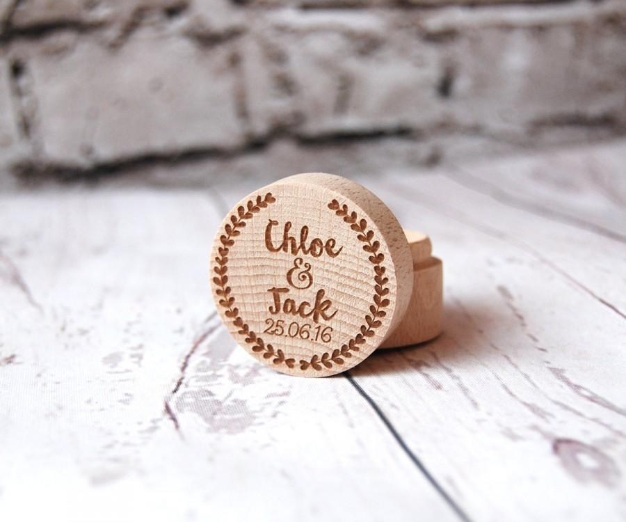 Свадьба - Personalised Wooden Ring Box - Custom made with the names & dates of your choice - Best Man - Laurel Design - Rustic