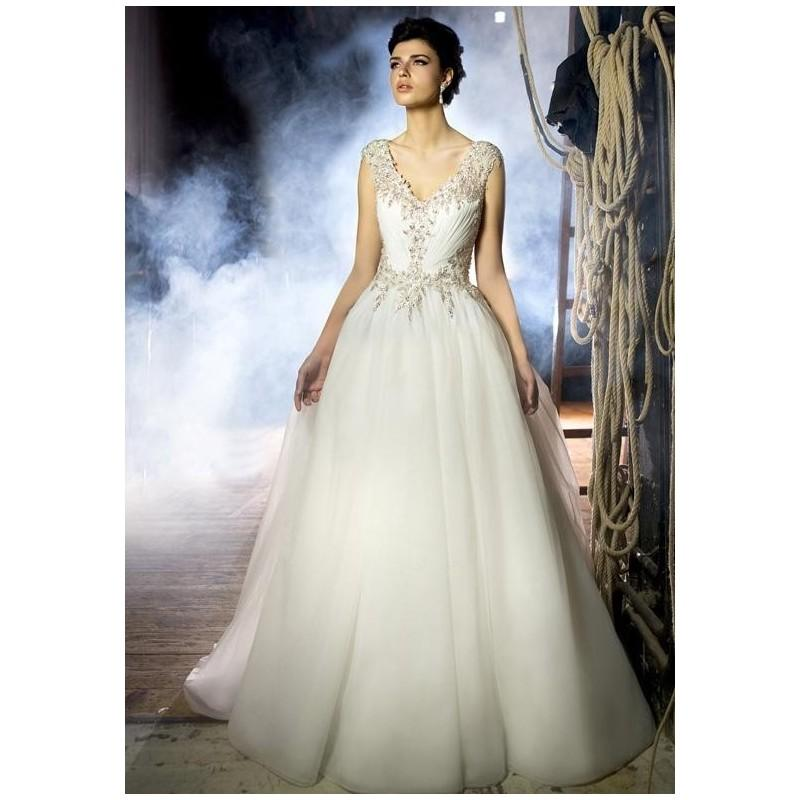 The Knot Wedding Gowns: Stephen Yearick KSY48 Wedding Dress