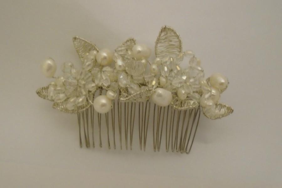 Hochzeit - Flowers on a Vine - Hair comb, Freshwater Pearls, Crystal Hair Comb.Bridal,Wedding,Handmade Hair Comb,Wedding Guest, Bridal Party