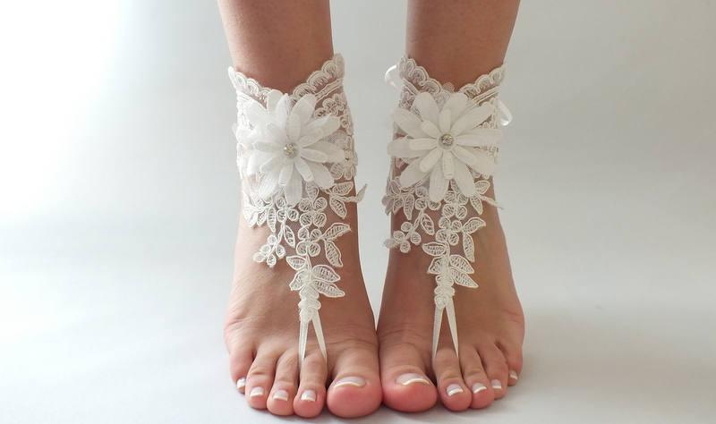 Hochzeit - Free Ship ivory foot jewelry, lace sandals, beach wedding barefoot sandals, wedding bangles, anklets, bridal, wedding - $29.90 USD