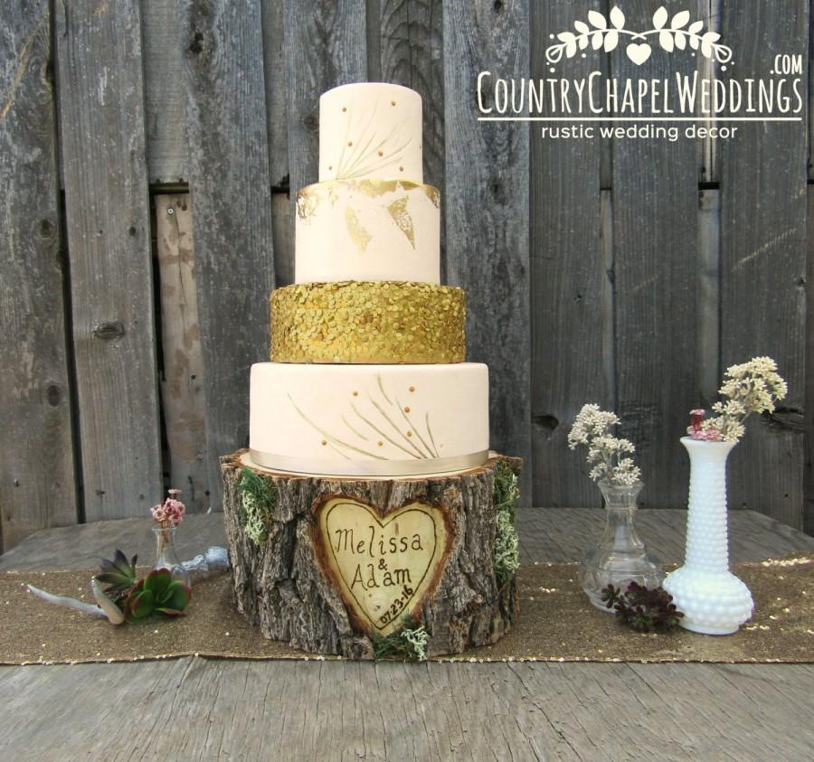 Свадьба - Personalized Rustic Log Cake Stand ~ Elm Wood Cake Stand ~ Rustic Wedding, Barn Wedding, Rustic Cake Stand, Stump Cake Stand~ Summer Wedding