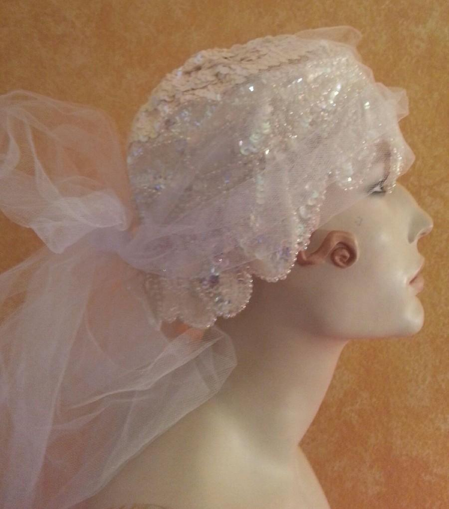 زفاف - Gatsby Roaring 20's Flapper Style Iridescent White Sequined Headpiece/Hat & Veil Set Bridal Wedding Costume Historical Party Club Burlesque