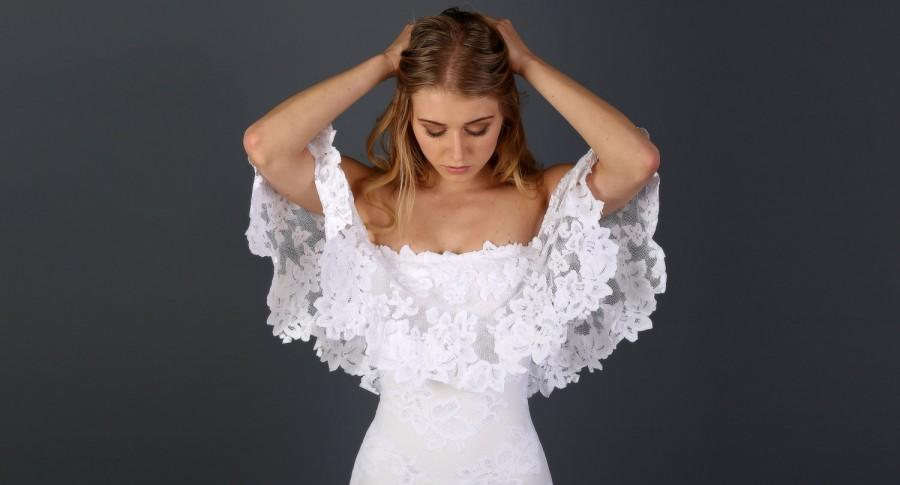 Mariage - Off the Shoulder Lace Bohemian Wedding Dress with Scallop-cut Floral Detailing and Soft Tulle Hemline - Lucy Dress