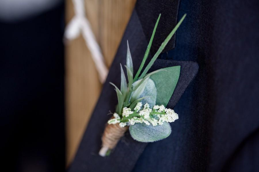 Mariage - Boutonniere, Rustic Boutonniere, Greenery Boutonniere, Groomsmen Buttonhole, Greenery, Berry and Twine, Handmade, Groomsmen Boutonniere