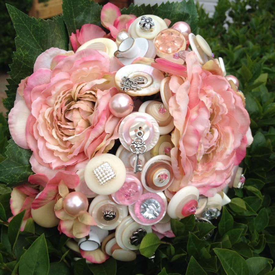 زفاف - Alternative Alice in Wonderland Button Bouquet